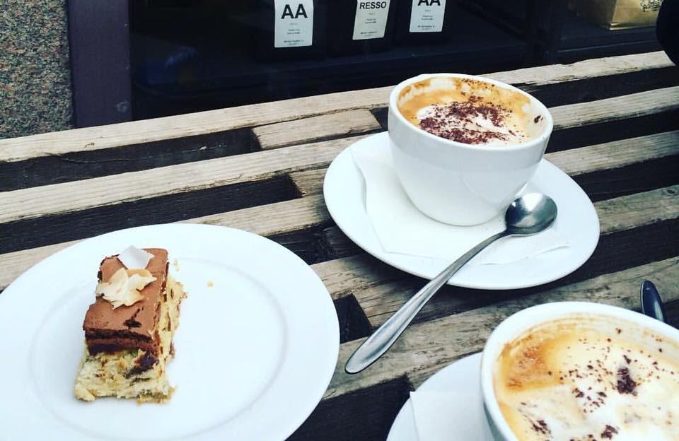 Hjemmebagt brød og masser af bobler hos Foodfein på Sønder Allé