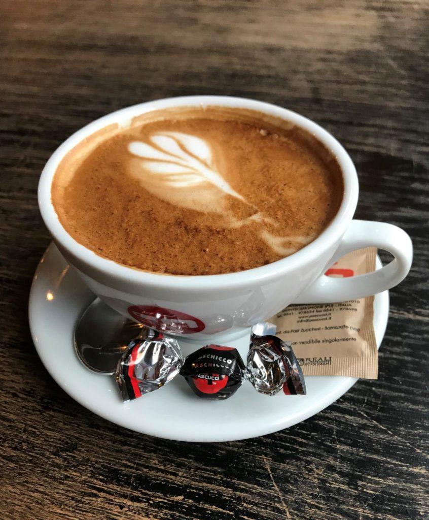 PV på Rosensgade kaffe og kakao til kun 1 krone resten af december.