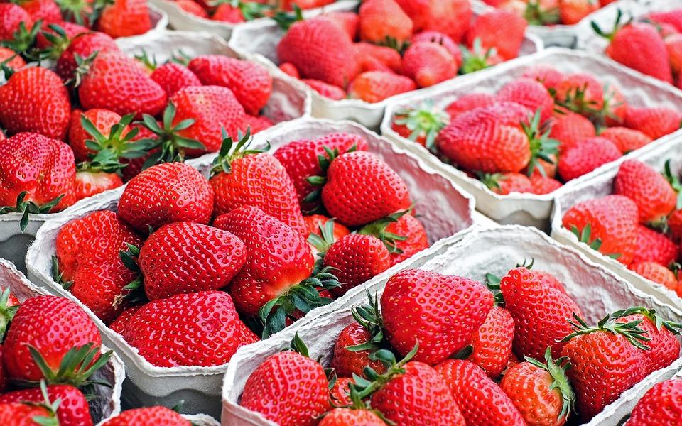 Jordbær og tilbud: Sommer hos Schweizerbageriet
