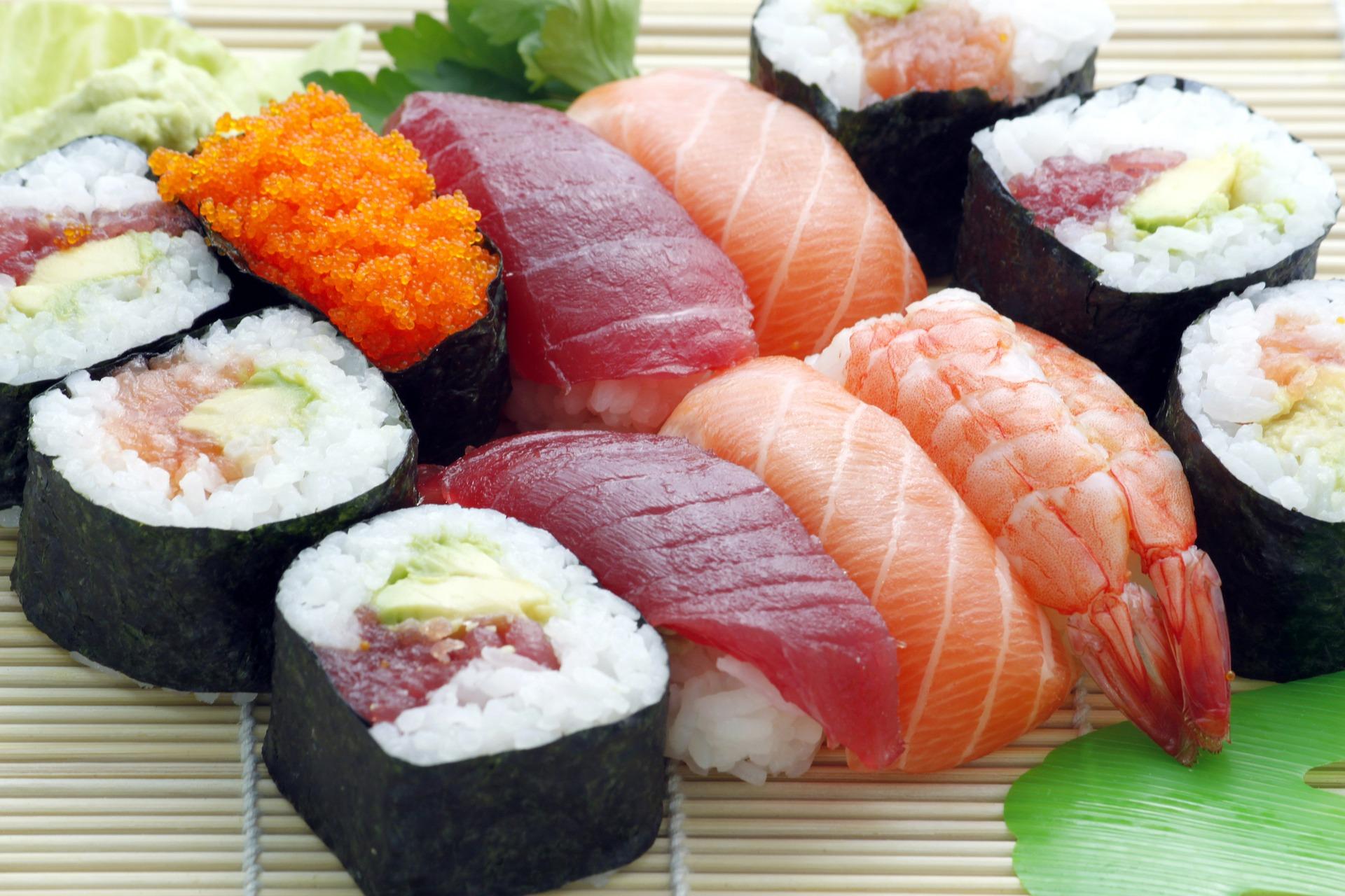 Sushirestaurant tilbyder sushi ad libitum for 1 krone til fø...