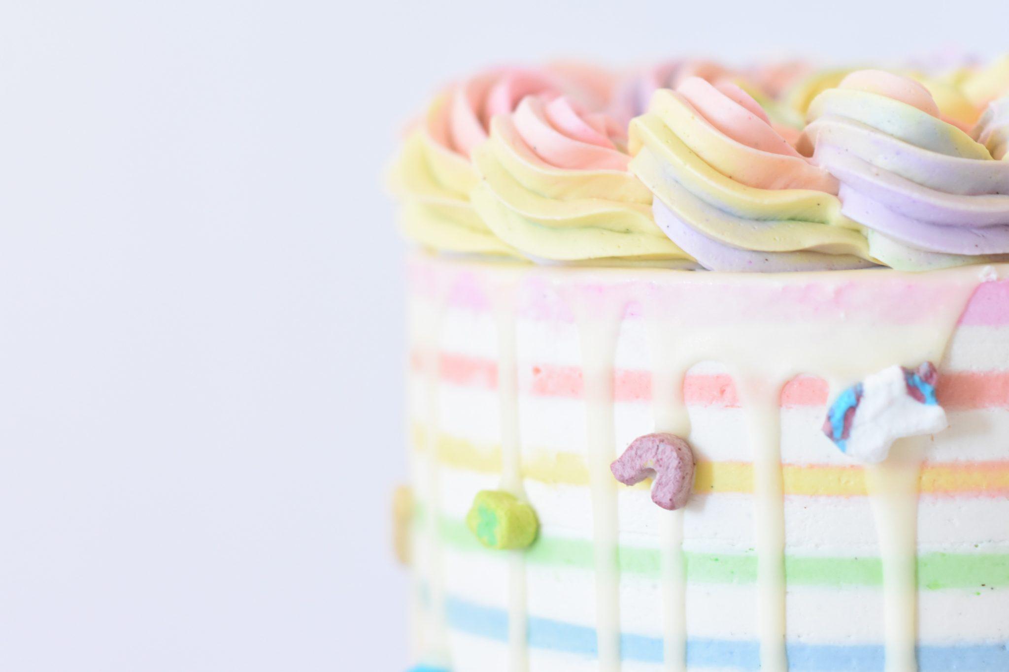 Tidligere Den Store Bagedyst-vinder dekorerer kager i Aarhus...